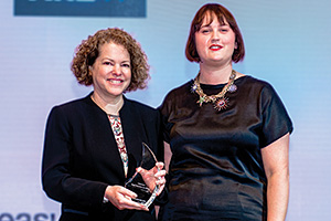 Deborah Mur, Citi collecting the award on behalf of AMWAY (China) Co., Ltd with Sophie Jackson