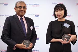 Photo of Kaushik Shaparia, Deutsche Bank and Youngeun Kim, Atlas Copco Korea.