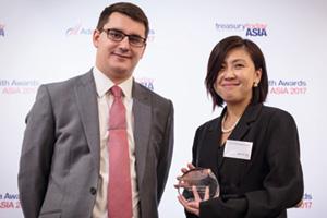 Photo of James Hayward and Ng Poh Yee, UOB, collects the award on behalf of Samsung High-Tech Electro-Mechanics (Tianjin) Co Ltd.