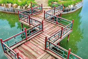 Asia style zigzag bridge