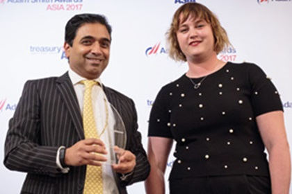 Photo of Dino Albuquerque, Bank of America Merrill Lynch, collects the award on behalf of BorgWarner Morse Systems India Private Limited, with Sophie Jackson.