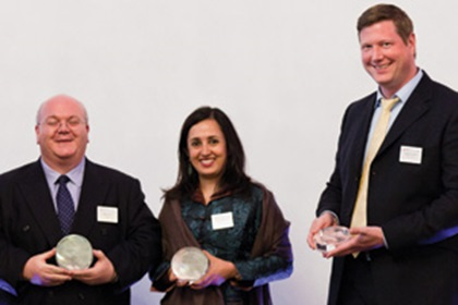Robin Terry, HSBC, Swati Mitra, Citi and Martin Runow, Deutsche Bank accepting on behalf of Emirates