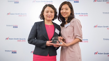 Maggie Shi, Citi collects the award on behalf of Shandong Linlong Tire Co., Ltd