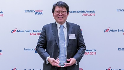 Photo of Adrian Ong, UOB collects the award on behalf of Ban Heang (M) Sdn Bhd