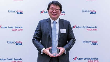 Photo of Adrian Ong, UOB collects the award on behalf of Coca-Cola Refreshments Malaysia Sdn Bhd