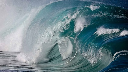 Big ocean wave breaking
