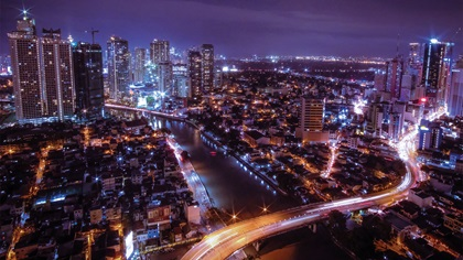 A long exposure shot of the Makati and Mandaluyong districts in Philippines
