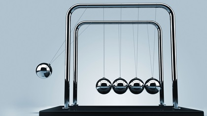 Newtons cradle swinging to the left