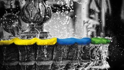 Water fountain splashing about