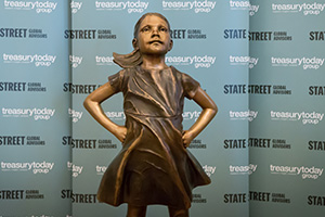 Fearless girl – sculpture by Kristen Visbal, commissioned